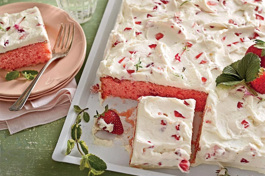 strawberries-and-cream sheet cake
