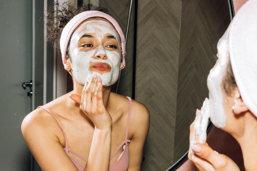 woman applying facemask